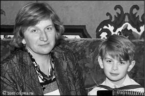 Мама и её сын с баяном