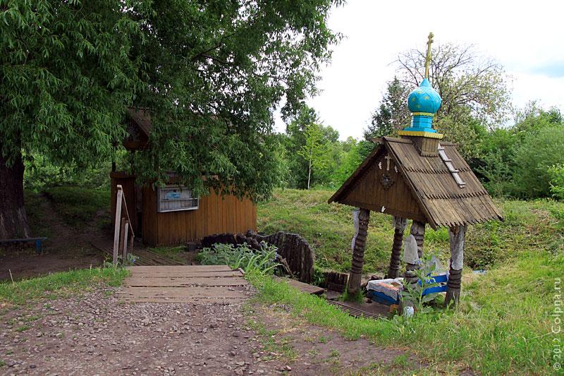 Андреевский источник. Фото 2011 года.