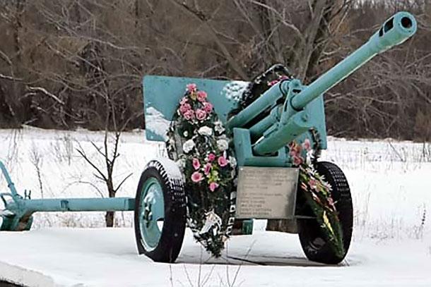 Артиллерийское орудие в Колпне.