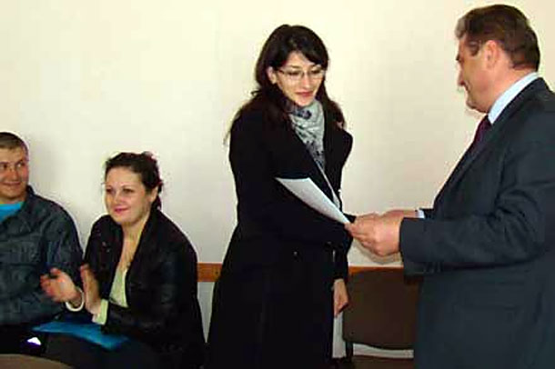 Колпнянцам вручили сертификаты на получение денег для приобретения жилья.