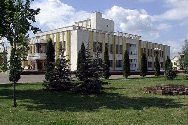 Здание администрации Колпнянского района.