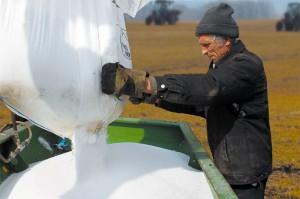 Внесение удобрений в Колпнянском районе.