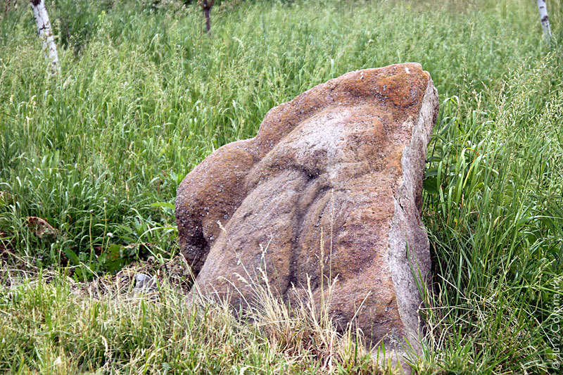 «Мужской камень» Федя у Андреевского источника. Фото 2011 года.