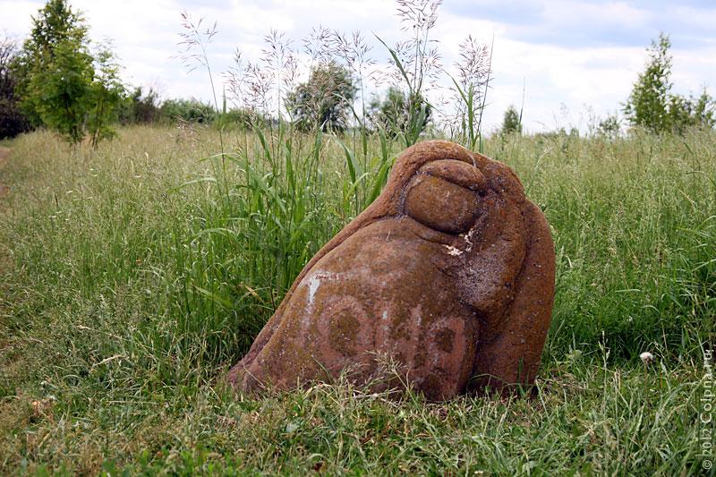 Камень у Андреевского источника. Фото 2011 года.