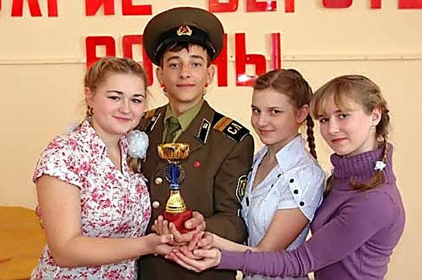 Участники конкурса детских театральных коллективов «Долгие версты войны».